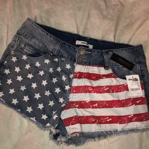 BRAND NEW—American Flag shorts 🇺🇸